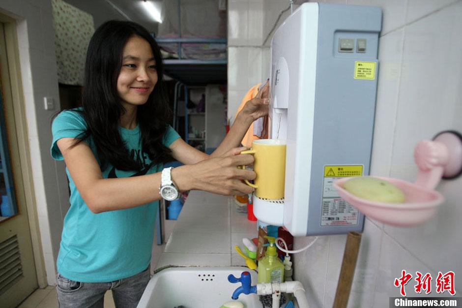 四川一大学为防投毒 宿舍统一装直饮水机